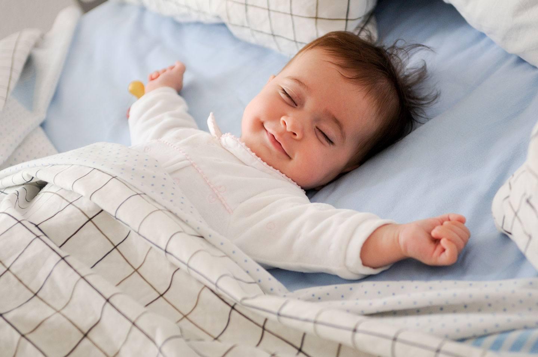 Por que as crianças adoram dormir fora de casa